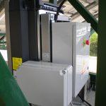 Particolare del quadro di automazione dell'inseguitore; si può notare la scheda con microprocessore che integra il calcolo per l'inseguimento solare